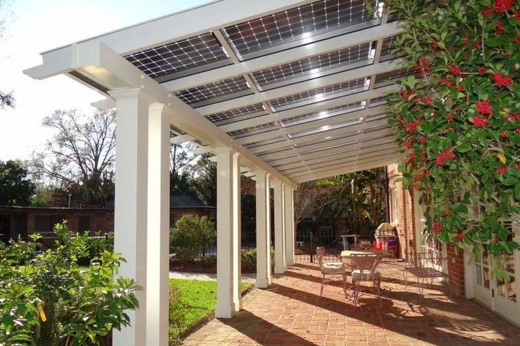 Fungsi ganda pergola sebagai tempat bersantai sekaligus sumber energi dengan panel surya