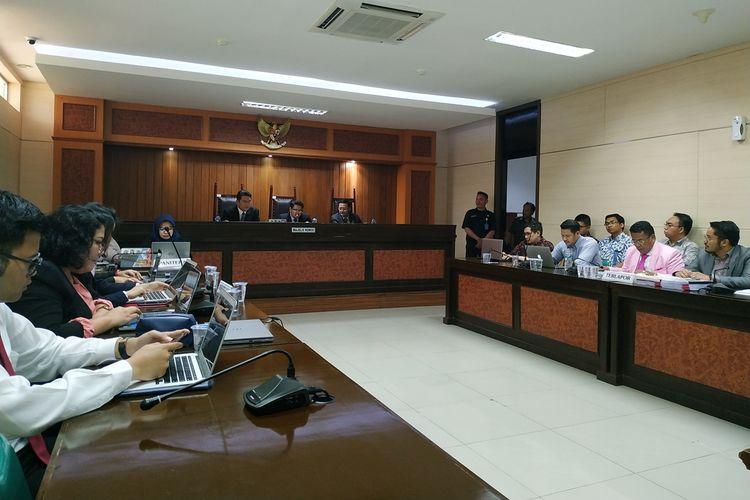 Pengacara Grab dan TPI, Hotman Paris Hutapea menghadiri persidangan perkara yang melibatkan Grab Indonesia dan PT Teknologi Pengangkutan Indonesia (TPI) di kantor KPPU, Jakarta, Selasa (8/10/2019).