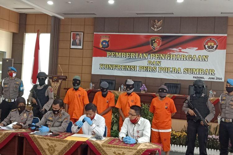 Polda Sumbar merilis kasus mafia tanah yang melibatkan empat komplotan, Rabu (24/6/2020) di Mapolda Sumbar