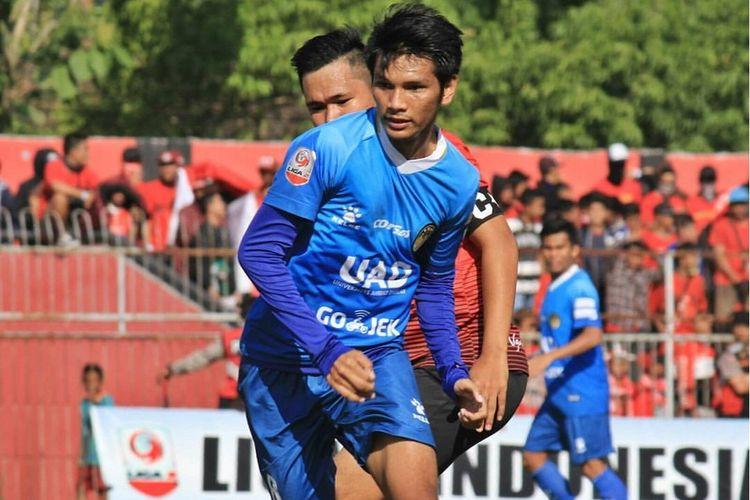 Klub PSIM Yogyakarta saat disponsori oleh kampus swasta