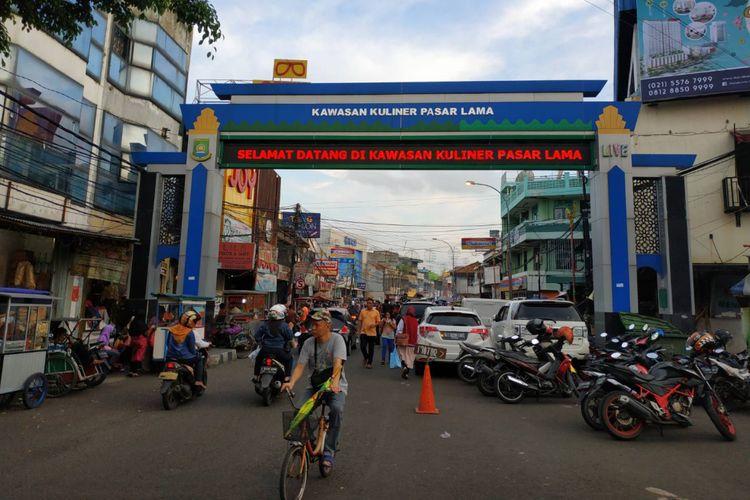 Gerbang masuk menuju kawasan kuliner Pasar Lama, tepatnya di Jl. Kisamaun.