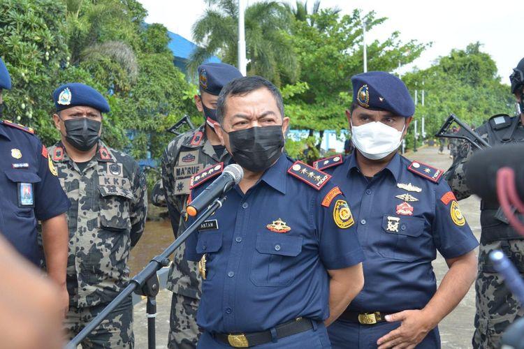 Sekretaris Jenderal KKP sekaligus Plt. Direktur Jenderal PSDKP Antam Novambar saat memberikan keterangan soal 5 kapal asing berbendera Vietnam di Laut Natuna Utara. Kelima kapal itu mencuri cumi-cumi sebagai sasaran komoditasnya.