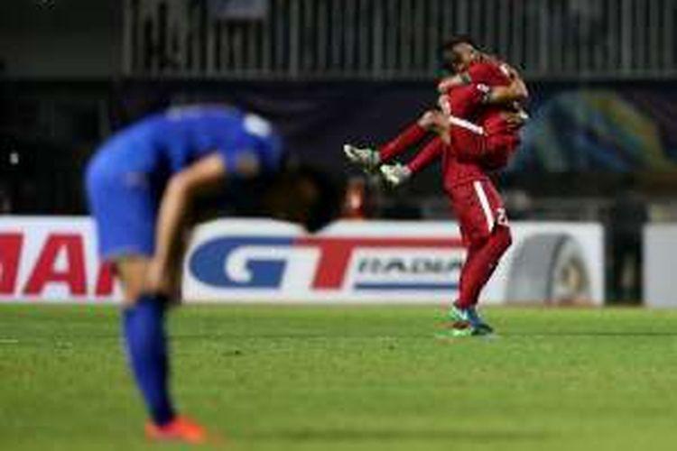 Hansamu Yama (kiri) dan Rizky Pora merayakan kemenangan timnas Indonesia atas Thailand pada final pertama Piala AFF 2016, Rabu (14/12/2016).