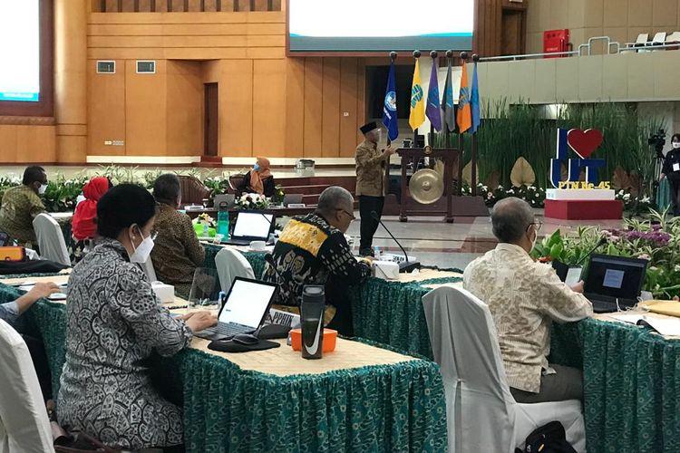 Rapat Tinjauan Manajemen (RTM) digelar UT pada 19-21 Oktober 2021 dan diikuti 39 Unit Program Belajar Jarak Jauh (PBJJ-UT) dari seluruh Indonesia.
