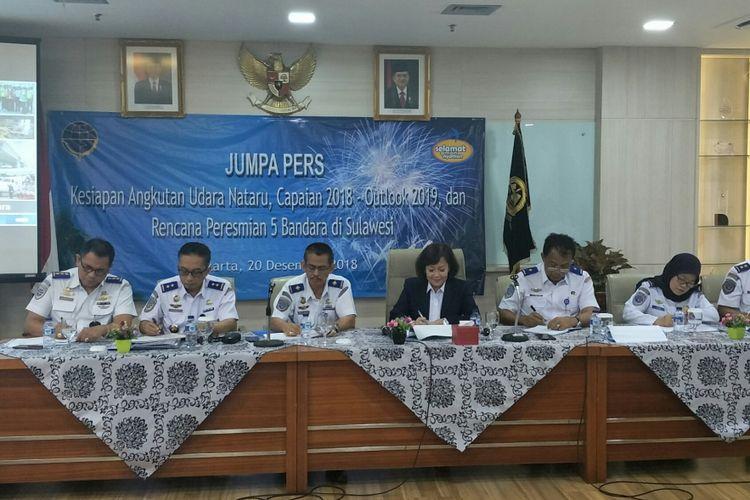 Sekretaris Jenderal Perhubungan Udara  Nur Isnin Istiartono (Ketiga dari kanan) di Jakarta, Kamis (20/12/2018)