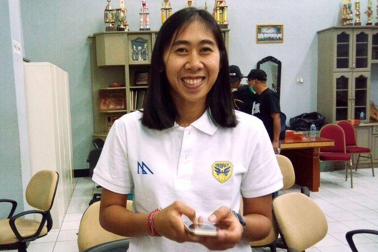Pemain klub putri Merpati Bali Kadek Pratita Citta Dewi. Sembari menanti kesempatan studi Strata 3, kelahiran Denpasar 13 Agustus 1995 ini berkonsentrasi berlaga pada Srikandi Cup 2020.