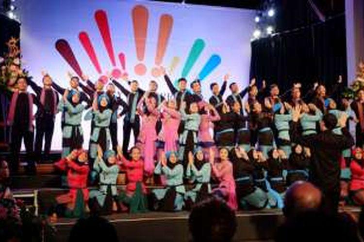 Paduan Suara Mahasiswa IPB Agria Swara tampil pada malam penutupan The 4th City of Derry International Choral Festival di Kota Derry, Irlandia Utara, pada 19 - 23 Oktober 2016