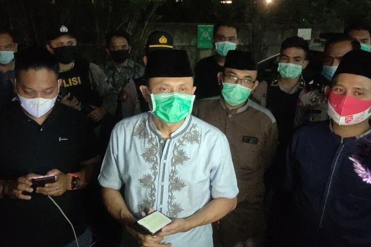 Kapolres Brebes AKBP Gatot Yulianto memberikan keterangan kepada awak media terkait teror yang dialami anak Bupati Brebes Idza Priyanti, di RS Mitra Keluarga Kota Tegal, Minggu (18/4/2021).