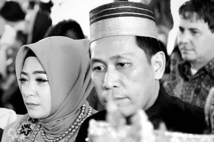 (Kiri-kanan) Foto kenangan Paul Ferdinand Ayorbaba, korban kecelakaan Lion Air JT610 saat bersma Ningsih Yusup istrinya dalam sebuah acara keluarga.