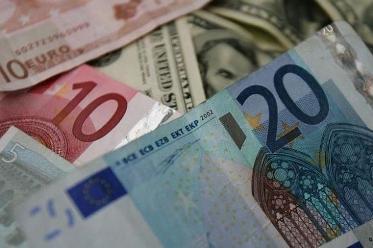 rumusan persamaan dasar akuntansi adalah harta sama dengan utang plus modal. Sementara akuntansi adalah pencatatan transksi keuangan. Ilustrasi uang kertas.(AFP)