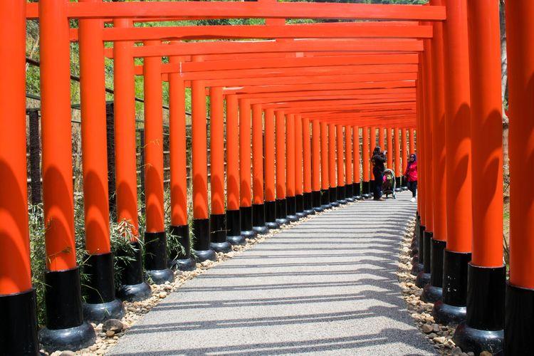 Replika Gerbang Torii di Kyoto, Jepang yang dapat kamu kunjungi di Great Asia Afrika, Bandung, Jumat (17/1/2020).