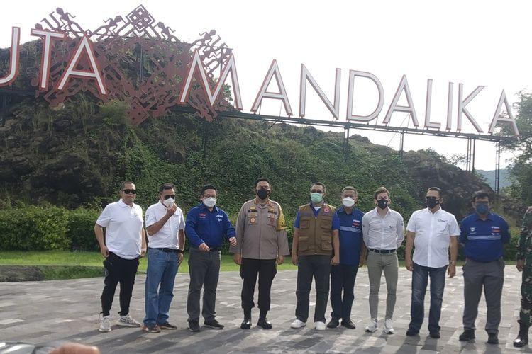 Suasana saat tim Dorna sports melakukan inspeksi kesiapan race Sirkuit MotoGP Mandalika, Rabu (7/4/2021).