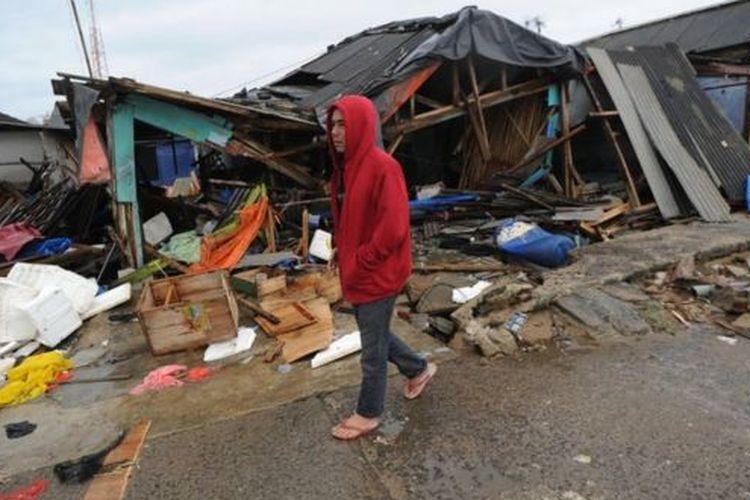 BNPB melaksanakan kegiatan Desa Tangguh Bencana (Ekspedisi Destana) di tengah ancaman tsunami yang mengintai ratusan desa sepanjang Pantai Selatan Jawa, yang didiami lebih dari 600.000 jiwa.