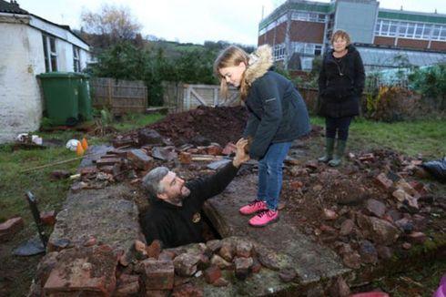 Ruang Bawah Tanah Era PD II Ditemukan di Pekarangan Rumah Warga