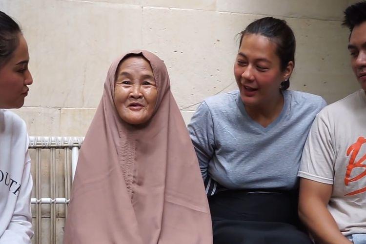 Nenek Iro dipertemukan dengan idolanya, artis Marshanda lewat tayangan channel Youtube Baim Paula yang diunggah pada Jumat (18/10/2019).