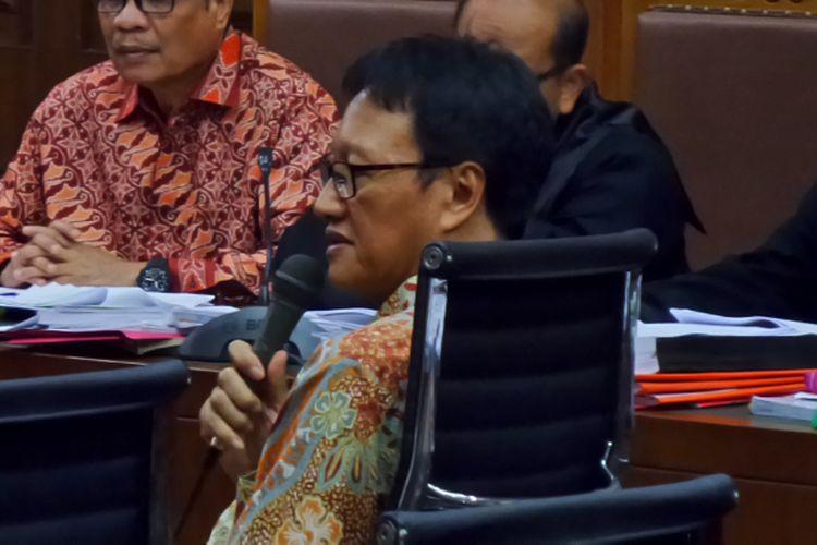 Mantan Direktur Utama Perum PNRI, Isnu Edhi Wijaya, bersaksi dalam sidang kasus korupsi pengadaan e-KTP di Pengadilan Tipikor Jakarta, Kamis (4/5/2017).