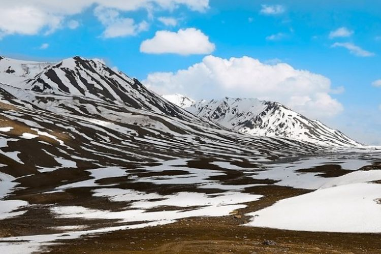 Lanskap Arktik (Kutub Utara), sebagian gletser telah mencair. Akibat perubahan iklim dan pemanasan global.