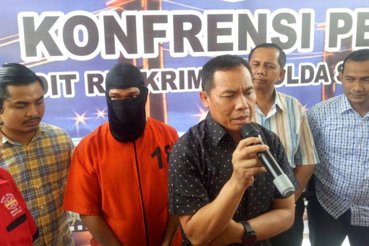 Sumarlin alias Marlin (35) pelaku pembunuhan Kopda ZE anggota Komando Pembinaan Doktrin, Pendidikan dan Latihan TNI Angkatan Darat (KODIKLATAD) Martapura -Baturaja, ketika berada di Polda Sumsel, Sabtu (2/2/2019).