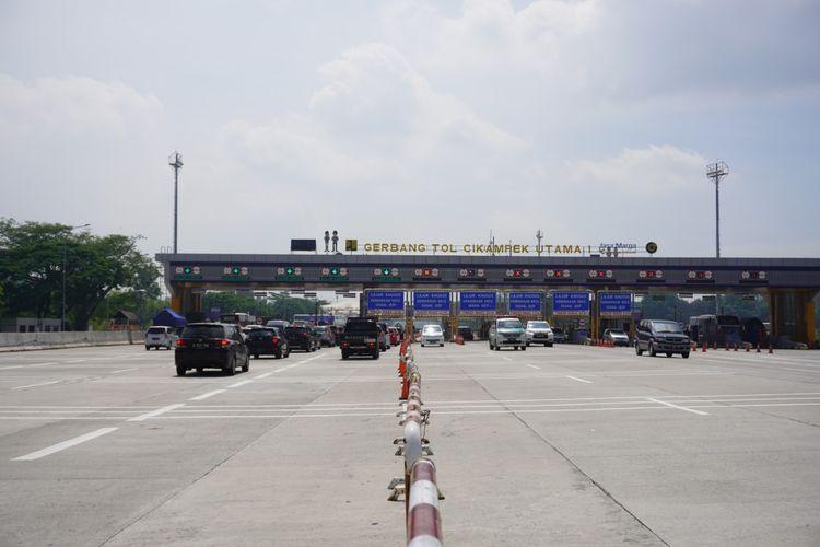 Kondisi arus balik cuti bersama dan maulid Nabi Muhammad SAW, di Gerbang Tol Cikampek Utama