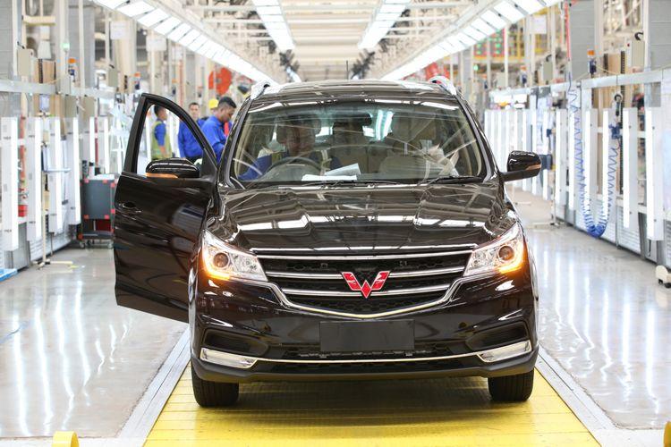 Salah satu unit mobil yang sudah mencapai tahap akhir proses produksi di pabrik Wuling Motor Indonesia di Cikarang, Bekasi, Jawa Barat.