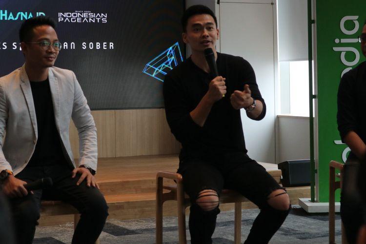 Pemenang The New L-Men of The Year 2018 Ivan Kabul dalam konferensi pers di Kuningan, Jakarta Selatan, Rabu (27/3/2019)