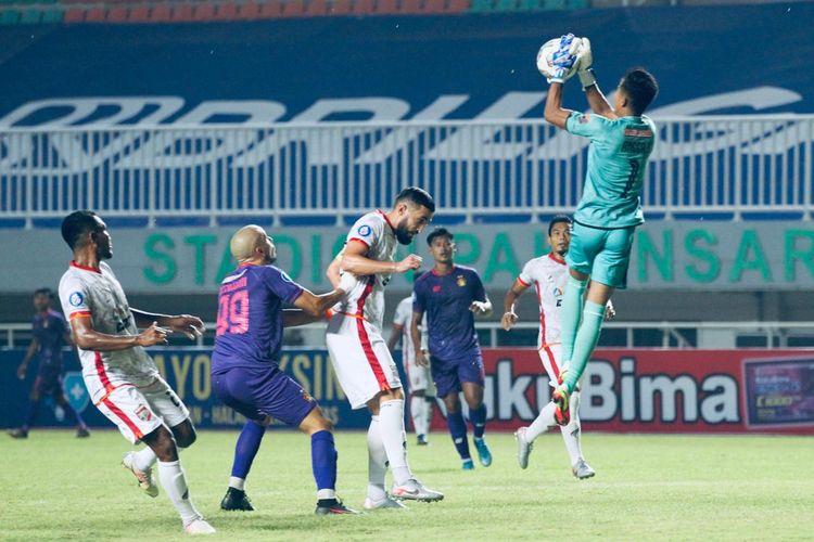 Duel Persik Kediri vs Borneo FC pada pertandingan Liga 1 2021 di Stadion Pakansari, Bogor, Jumat (10/9/2021) malam WIB.