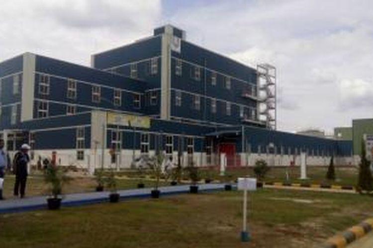 Pabrik PT Unilever Oleochemical Indonesia (UOI) di Kawasan Ekonomi Khusus (KEK) Sei Mangkel, Sumatera Utara. Pabrik berkapasitas 206.000 ton oleochemicals per tahun itu diresmikan oleh Menteri Koordinator Bidang Perekonomian Darmin Nasution, hari Kamis (26/11/2015).