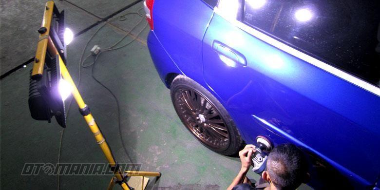Poles mobil dengan disorot lampu LED untuk hasil yang maksimal.