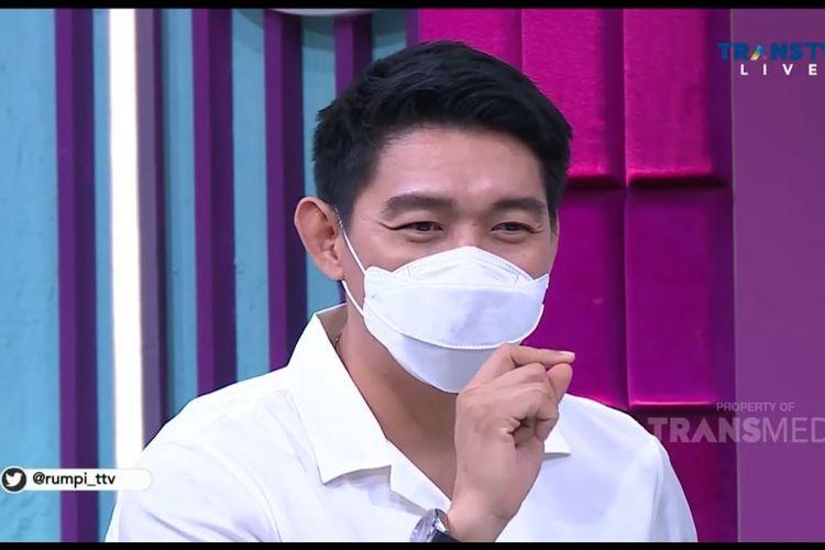 Ifan Seventeen dalam acara Rumpi. (Bidikan layar YouTube Trans TV Official).