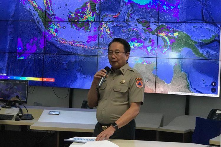 Kepala Badan Nasional Penanggulangan Bencana (BNPB) Willem Rampangilei saat konferensi pers di Graha BNPB, Jakarta Timur, Rabu (19/12/2018).