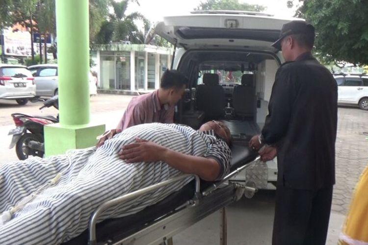 Aiptu Yashudi anggota Polisi Polsek Plaju, Palembang, Sumatera Selatan harus dilarikan ke rumah sakit setempat karena oleh pelaku pencurian, Selasa (14/5/2019).