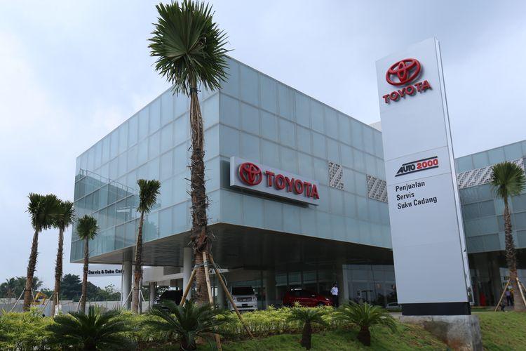 Bentuk fisik bengkel Toyota di kawasan Bumi Serpong Damai (BSD), Tangerang, Senin (30/1/2017).