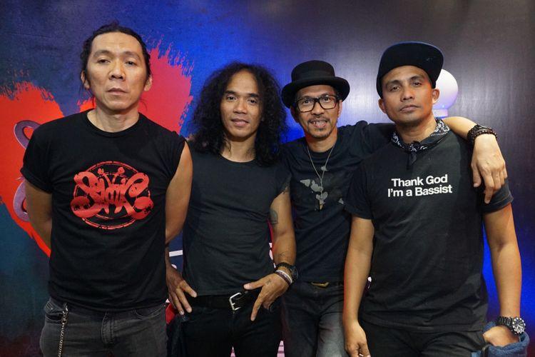 Bimbim, Kaka, Ridho dan Ivanka yang tergabung dalam grup band Slank di jumpa pers usai konser Slank in Love di Balai Sarbini, Semanggi, Jakarta Selatan, Selasa (27/2/2018).
