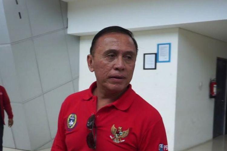 Ketua Umum PSSI Mochamad Iriawan atau yang akrab disapa Iwan Bule, saat melihat fasilitas di Stadion Gelora Joko Samudro (Gejos) Gresik.
