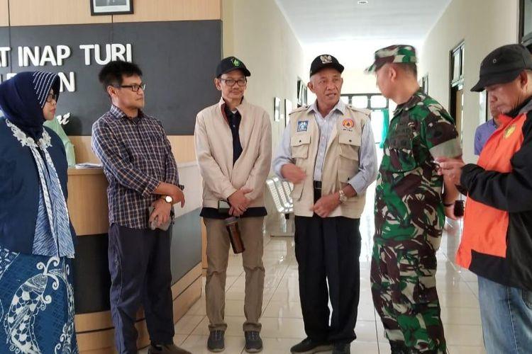 Tim Kemendikbud melakukan dengan Bupati Sleman di Puskesmas Turi, Sleman, Yogyakarta terkait kesiapan untuk tempat merawat pasien atau jenazah korban (22/2/2020).