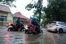 Waspada Banjir, Warga Pamekasan Mulai Selamatkan Barang-barang