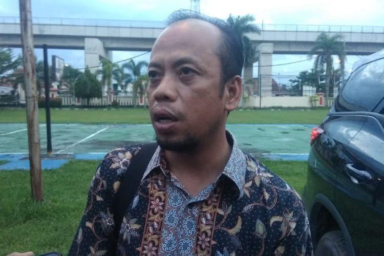 Komisioner KPU Sumsel Divisi Hukum dan Pengawasan Hepriyadi usai menjalani pemeriksaan di Polresta Palembang, Sabtu (15/6/2019), untuk meringankan kelima komisioner KPU Palembang yang ditetapkan sebagai tersangka atas kasus dugaan pelanggaran pemilu.
