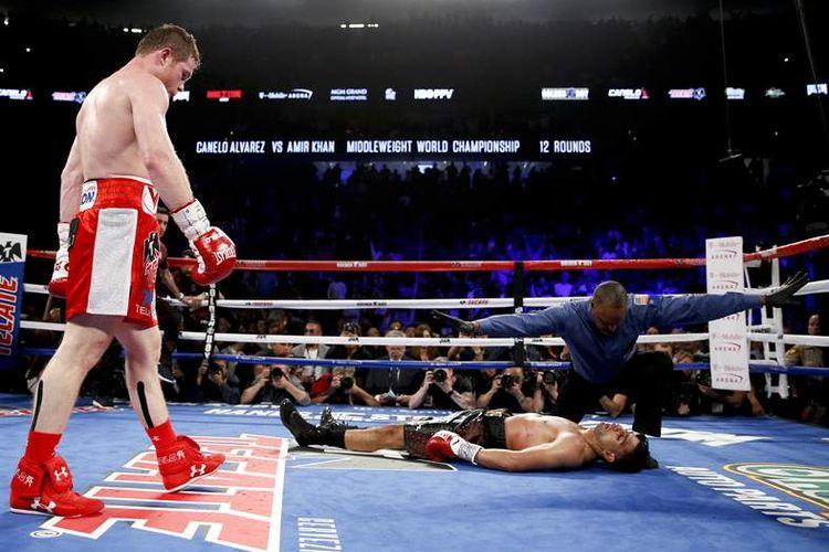 Saul Canelo Alvarez memukul KO Amir Khan dalam pertarungan 7 Mei 2016