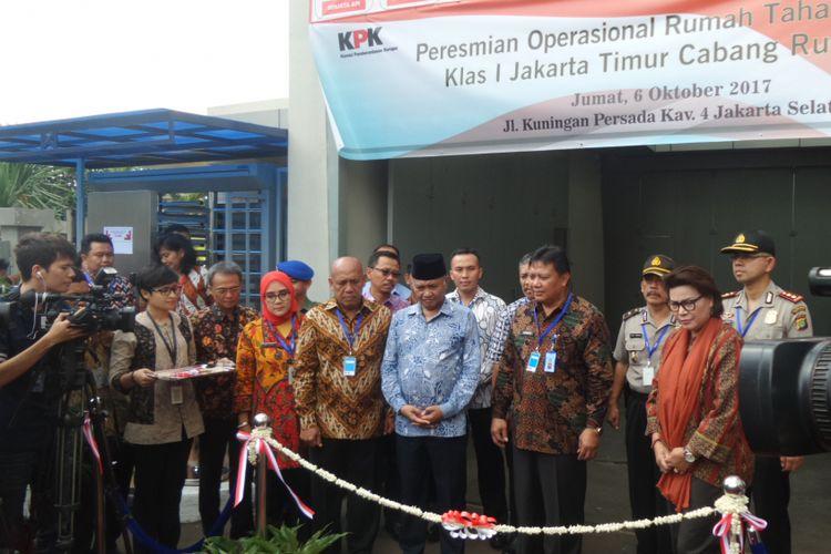 Ketua KPK Agus Rahardjo meresmikan rumah tahanan baru di Gedung KPK Jakarta, Jumat (6/10/2017).