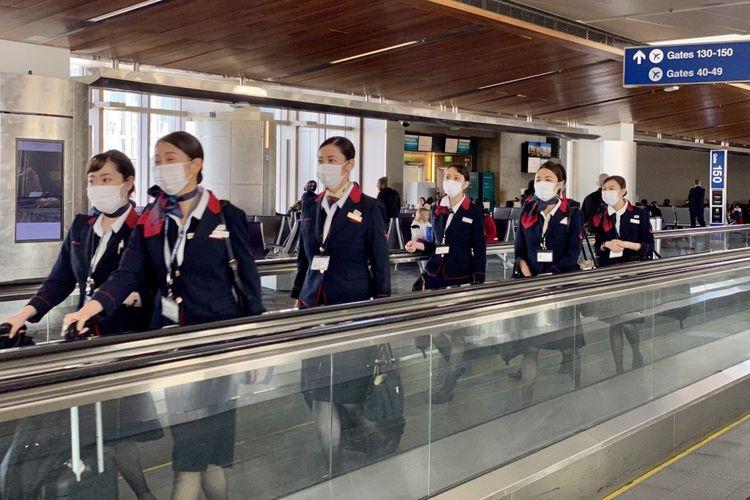 Para pramugari maskapai Japan Airlines.