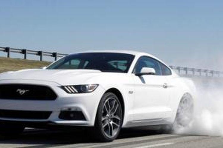 """Ford memperkenalkan fitur """"burnout"""" di Mustang GT edisi 2015 yang dinamakan Electronic line-lock."""