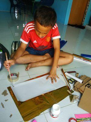 Melalui Buku Misteri, Juni Hari Yanto, guru kelas VI SDN No. 28 Indrapura, Batu Bara, Sumatera Utara, melatih siswanya melakukan refleksi pembelajaran sehingga hasil belajar siswa saat belajar dari rumah bisa diketahui.