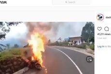 Video Viral, Pengendara Moge Selamat Saat Motornya Tiba-tiba Terbakar di Jalur Bromo