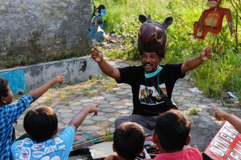 Samsudin Selamatkan Hutan Bakau dengan Dongeng dan Boneka