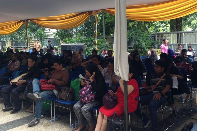 Suasana peserta Amnesti Pajak di Kantor Pusat Ditjen Pajak di Jakarta, Jumat (31/3/2017)