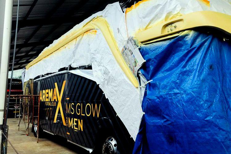 Bus Arema FC yang hampir selesai pengerjaanya hasil dari kerjasama dengan produk perawatan pria yang akan digunakan selama Liga 1 2020.