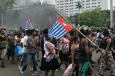 Unjuk Rasa di Depan Mabes TNI AD, Mahasiswa Papua Kibarkan Bendera Bintang Kejora