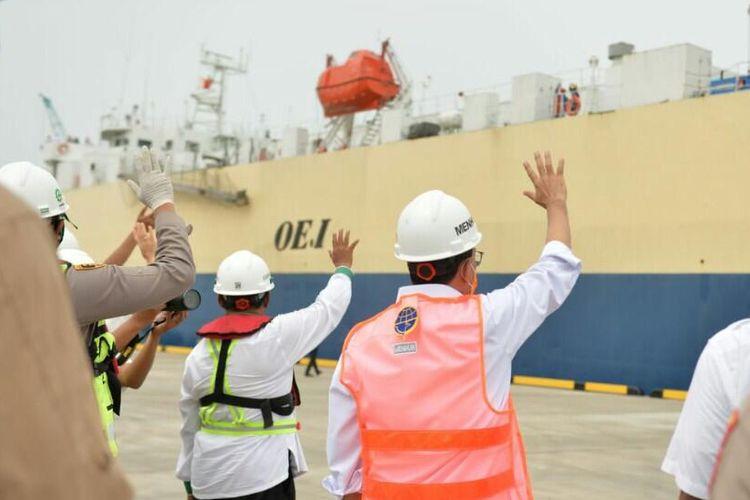 Uji coba bongkar muat kendaran bermotor di Pelabuhan Patimban