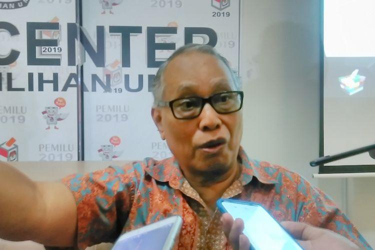 Sosiolog dari Universitas Indonesia (UI) Thamrin Amal Tomagola dalam diskusi di KPU tentang potensi konflik pilkada 2018, Jakarta, Selasa (7/11/2017).