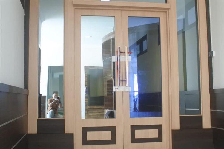 Ruang kerja Gubernur Kepri yang berada di kawasan perkantoran Gubernur Kepri di Dompak disegel KPK.